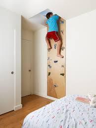 comment faire une cabane dans sa chambre mur d escalade dans une chambre d enfant