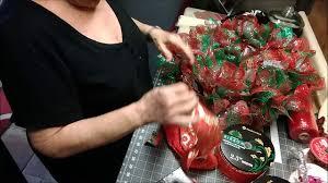 5 deco mesh christmas wreath using the ruffle method youtube