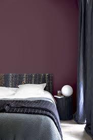 couleur aubergine chambre couleurs sombres nos conseils déco peinture papier peint