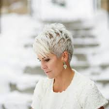 Kurzhaar Blond Frisuren by Die Besten 25 Kurze Graue Frisuren Ideen Auf Kurze