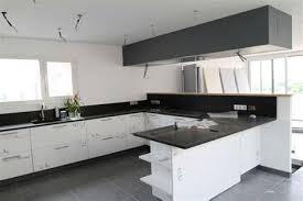 cuisine pratique marvelous table de cuisine pratique 9 hotte de plafond