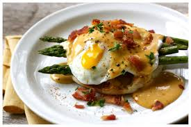 cuisine hollandaise egg benedict with hollandaise