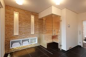 sauna im badezimmer steinwand in der sauna modern badezimmer sonstige