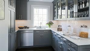 modele carrelage cuisine cuisine blanche et grise cuisine joliment arrangée exemple de