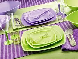 piatti e bicchieri di plastica colorati gold plast a tavola con i piatti di plastica casalinghi