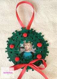 puzzle wreath ornament to show those school pictures