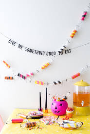 toilet paper halloween diy toilet paper roll candy garland