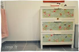 commode chambre bébé ikea diy customiser une commode avec du papier peint zess fr