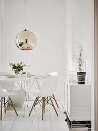 Esszimmer Weiss G Stig String Regal Mit Eames Chairs Stühlen Von Vitra Ganz In Weiß Ist