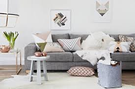 déco coussin canapé décoration scandinave 20 idées qui rafraîchiront l intérieur