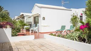 immaculate 2 bedroom bungalow on complex with swimming pool in