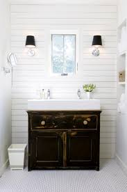 14 ways to decorate with vintage pieces in your bathroom sinks