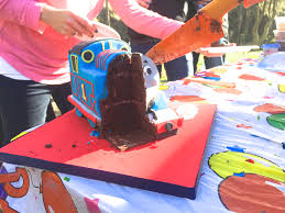 thomas the tank engine cake delicious cake design u0027s blog