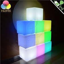 bureau lumineux café bar led cube tabouret carré plastique jardin scène le