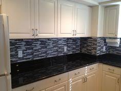 Glass Mosaic Backsplash Black Granite I Like The Contrast Between - Black backsplash