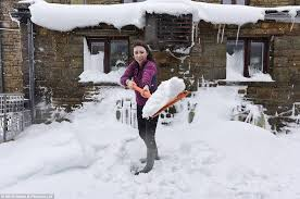 uk weather forecast predicts snow will start drifting south