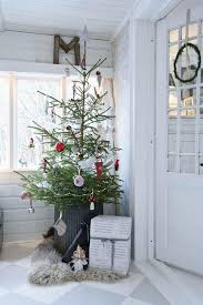 christmas decoration ideas for apartments simple christmas decorating ideas apartment therapy