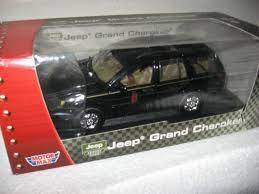 batman jeep grand cherokee motor max jeep grand cherokee 1 18 diecast model silver ebay
