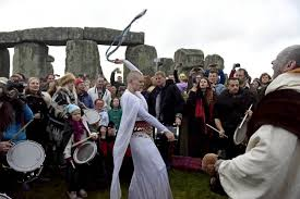 winter solstice 2015 druids wiccans and pagans go to stonehenge