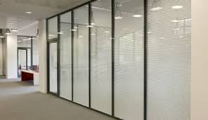 cloison vitr bureau les cloisons amovibles avec store intégré espace cloisons alu ile