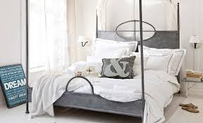 Schlafzimmer Mit Metallbett Und Elegant Metallbetten
