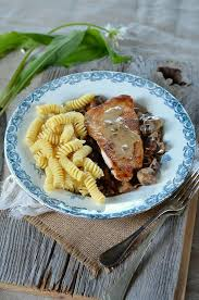 cuisine escalope de dinde escalope of turkey with mushrooms and garlic recipe