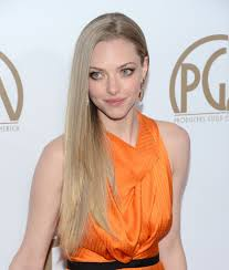 amanda seyfried long side part amanda seyfried hair looks