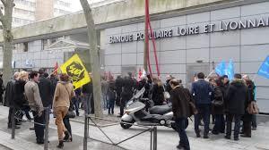 siege sociale banque populaire grève à la banque populaire 300 personnes manifestent à lyon