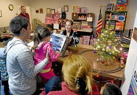 ontario u0027s tech electronic provides christmas gifts to 400 children