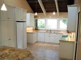couleur cuisine avec carrelage beige cracdence cuisine moderne avec effet carrelage et meubles en bois