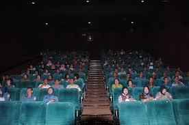 nonton film merah putih warga lantamal vi nobar film merah putih memanggil channel indonesia