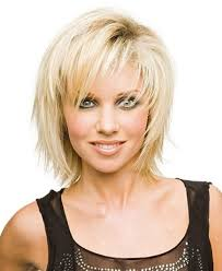best short hairstyle for women over 40 layered razor cut in