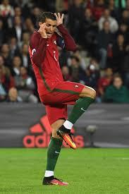 Memes De Cristiano Ronaldo - psbattle cristiano ronaldo feigns surprise photoshopbattles