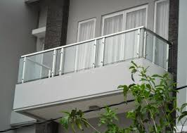 wã schespinne fã r balkon foto balkon kaca rumah 2 lantai ideas for s home