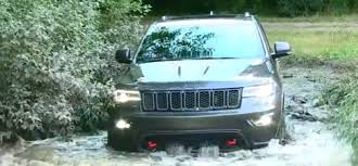 jeep grand cherokee trailhawk off road 2017 jeep grand cherokee trailhawk test drive and off roading