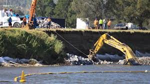 update excavator pulled from hunter river at hinton newcastle