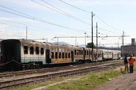carrozze treni treno incendiato