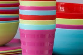 piatti e bicchieri di plastica colorati piatti e stoviglie di melamina dobbiamo avere paura un articolo