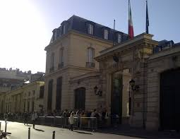 consolato d italia parigi record di visitatori all ambasciata d italia