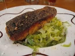 cuisiner pavé de saumon poele pavé de saumon poêlé aux poireaux et à l orange huile curry