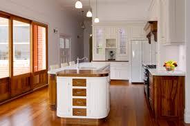 modern provincial kitchens pin lisääjältä better bathrooms and kitchens taulussa shaker and