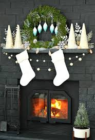 White Christmas Decorations Canada by Wintry Blue White Holiday Decorating Ideas Dans Le Lakehouse