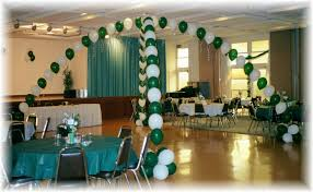 class reunion decorations how to decorate with balloons school