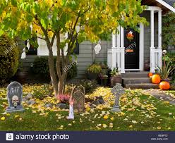 halloween decorations house stock photos u0026 halloween decorations