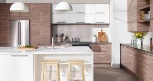 cuisine immense cuisine à portes et façades de tiroir effet noyer