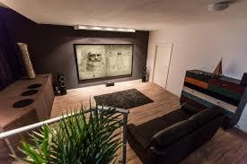 Wohnzimmer Kino Ideen Beamer Im Wohnzimmer Entfernung Kreative Bilder Für Zu Hause