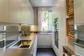 cuisine etroite cuisine contemporaine avec électroménager de luxe gaggenau