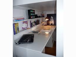 bureau largeur lit mezzanine enfant avec bureau intégré en bois