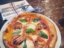 amour de cuisine pizza vinnie gambini restaurants un amour de pizza