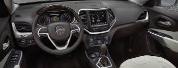 2017 jeep cherokee premium interior features